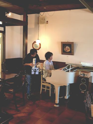 ピアノとピアニカイメージ1