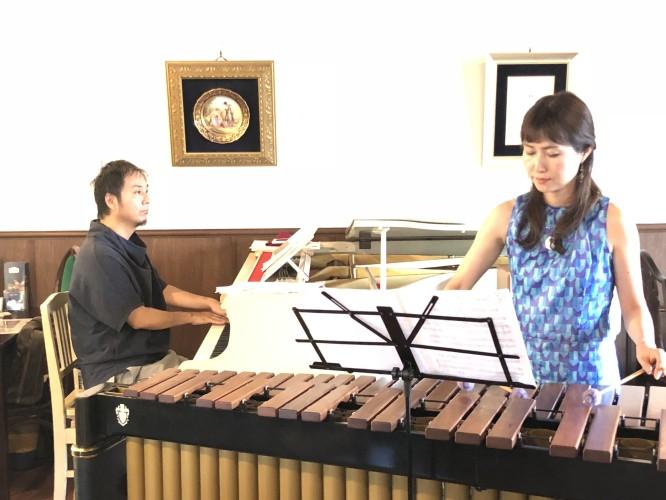 ピアノとマリンバの演奏イメージ2