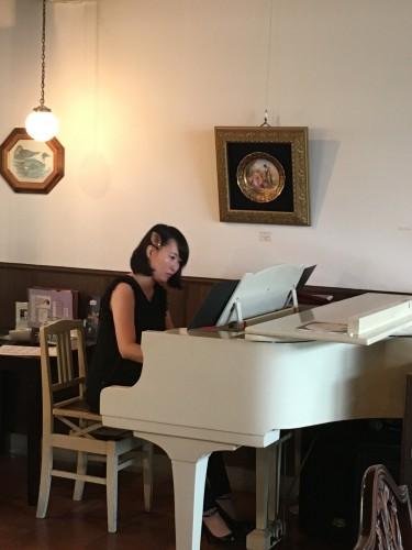 ピアノ生演奏中!イメージ1