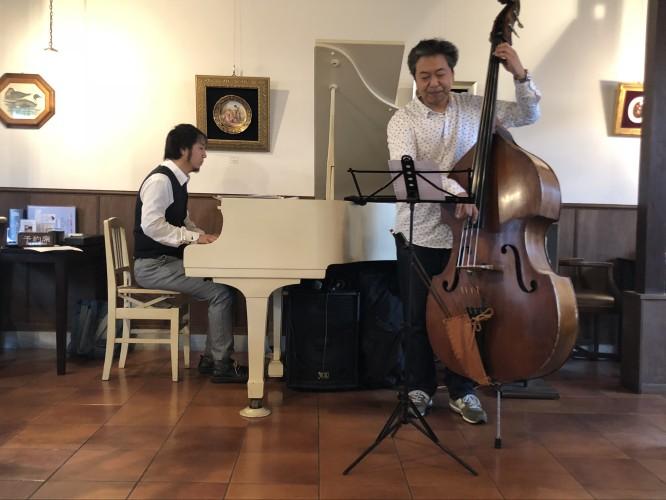 ピアノ&ウッドベース 店内生演奏!イメージ1