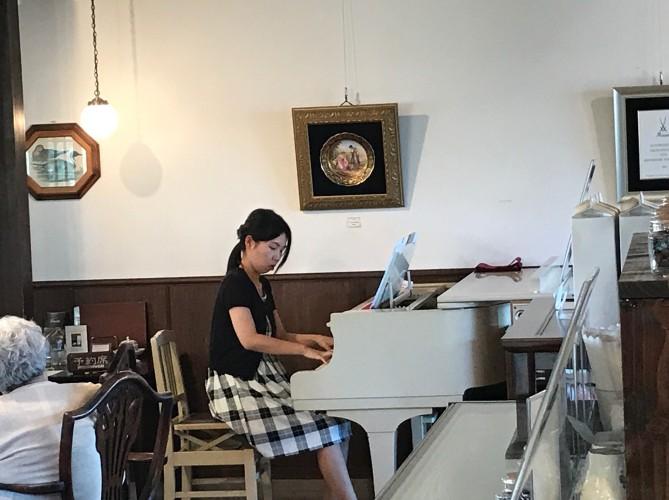 戸谷 未貴さんピアノ生演奏イメージ1