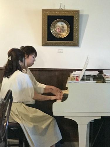 四元さん有賀さんピアノ生演奏イメージ1