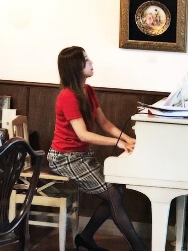 酒向紗弓さん ピアノ生演奏イメージ1