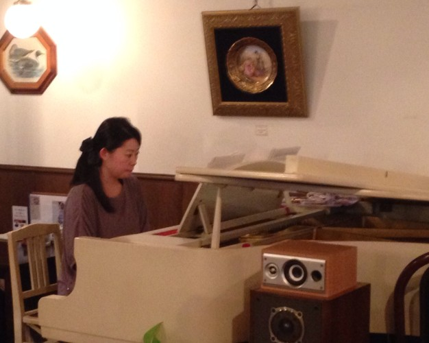ピアノ生演奏開催しました。イメージ1