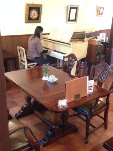 ピアノ生演奏開催されました。イメージ1