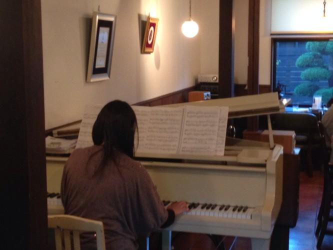 ピアノ生演奏開催されました。イメージ3