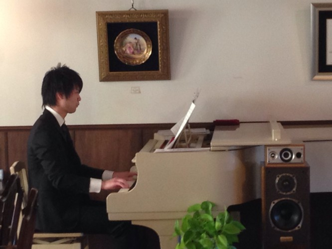 河村飛鳥さんピアノ演奏イメージ3
