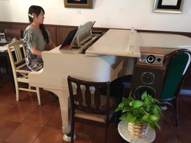 今日はピアノ生演奏!イメージ1