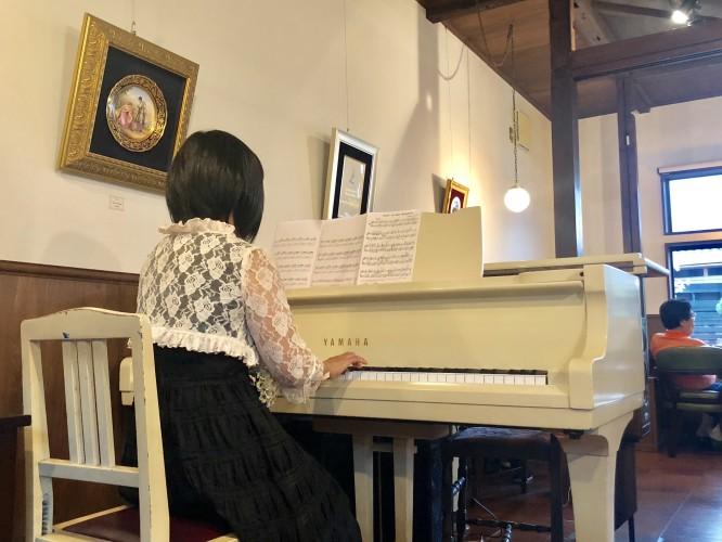 鈴木恵理子先生ピアノ生演奏イメージ1