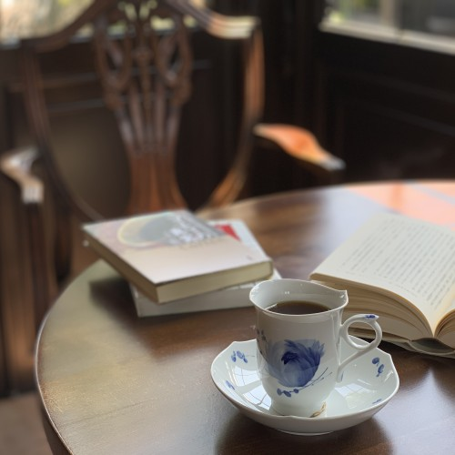 本とコーヒーイメージ1