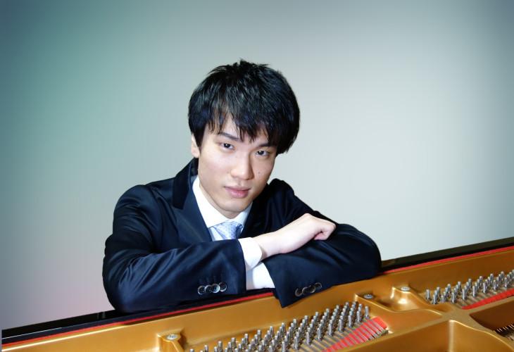遠藤さんのピアノ演奏イメージ1