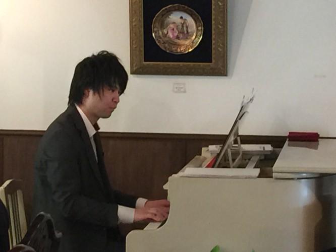 ピアノ生演奏。イメージ3