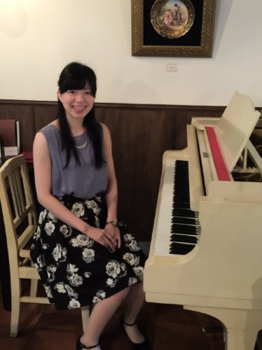 卯野杏実さんピアノ生演奏イメージ1