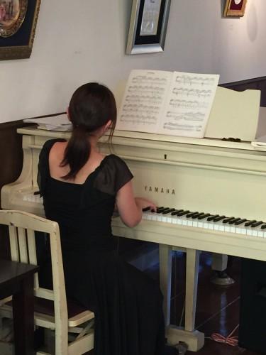 酒向紗弓さんピアノ生演奏イメージ1